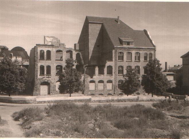 Schulgebäude zerstört